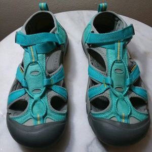 Keen size 6 aqua/blue hiking sandels